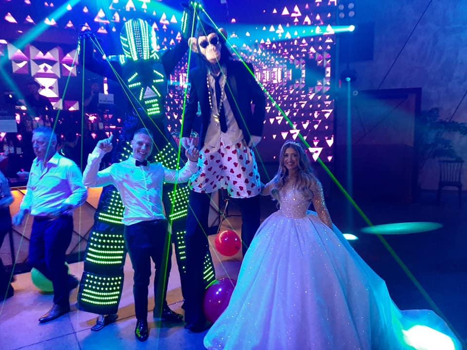 קופים לחתונה
